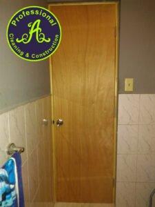 Instalación puerta de baño